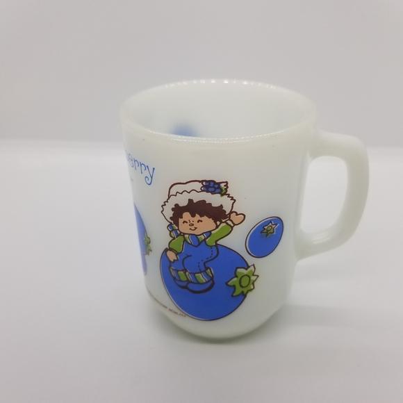 Vtg 1980 Huckleberry Pie milk glass mug 10 oz